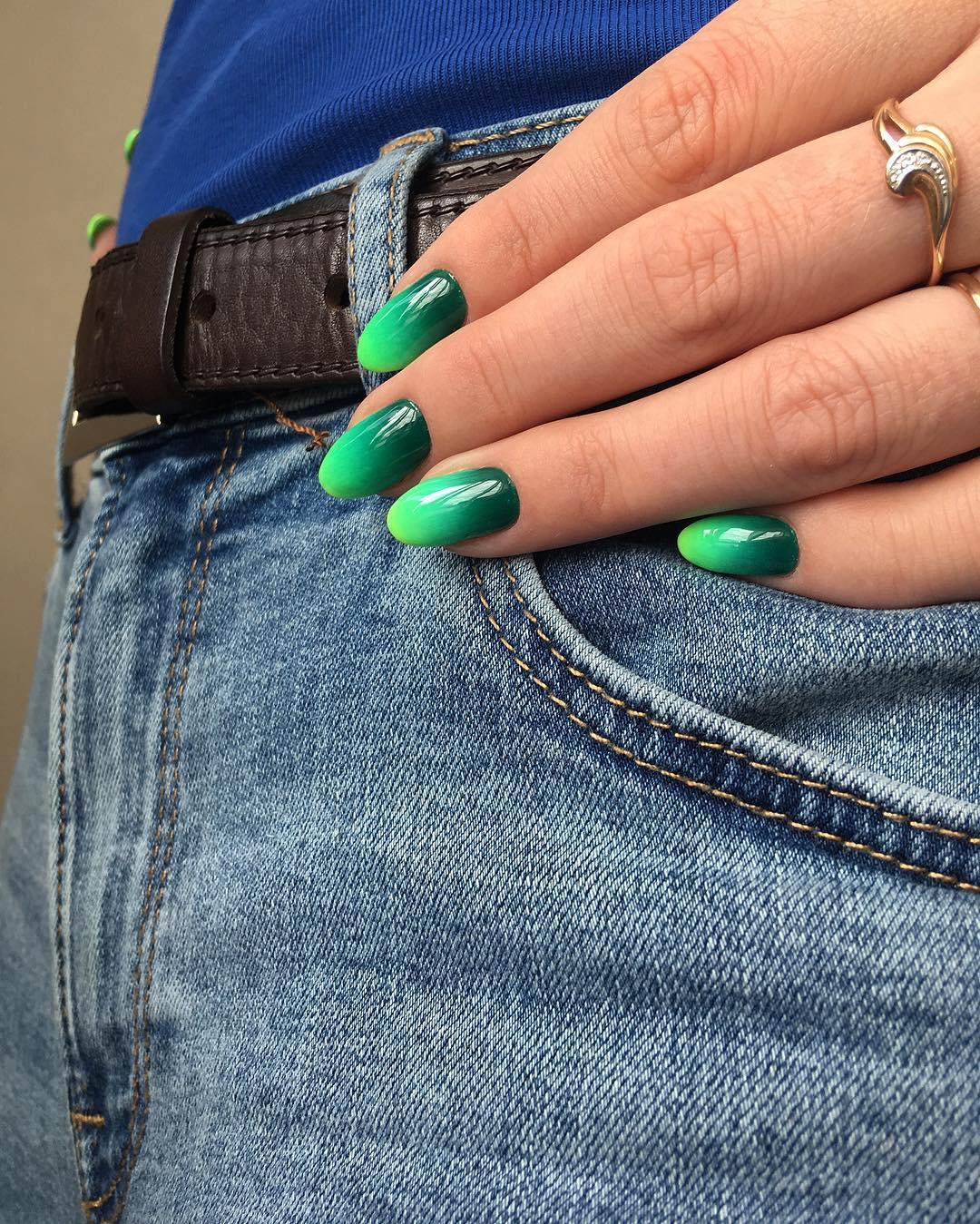 Зеленый-маникюр-2020:-стили-и-тренды-зеленого-цвета