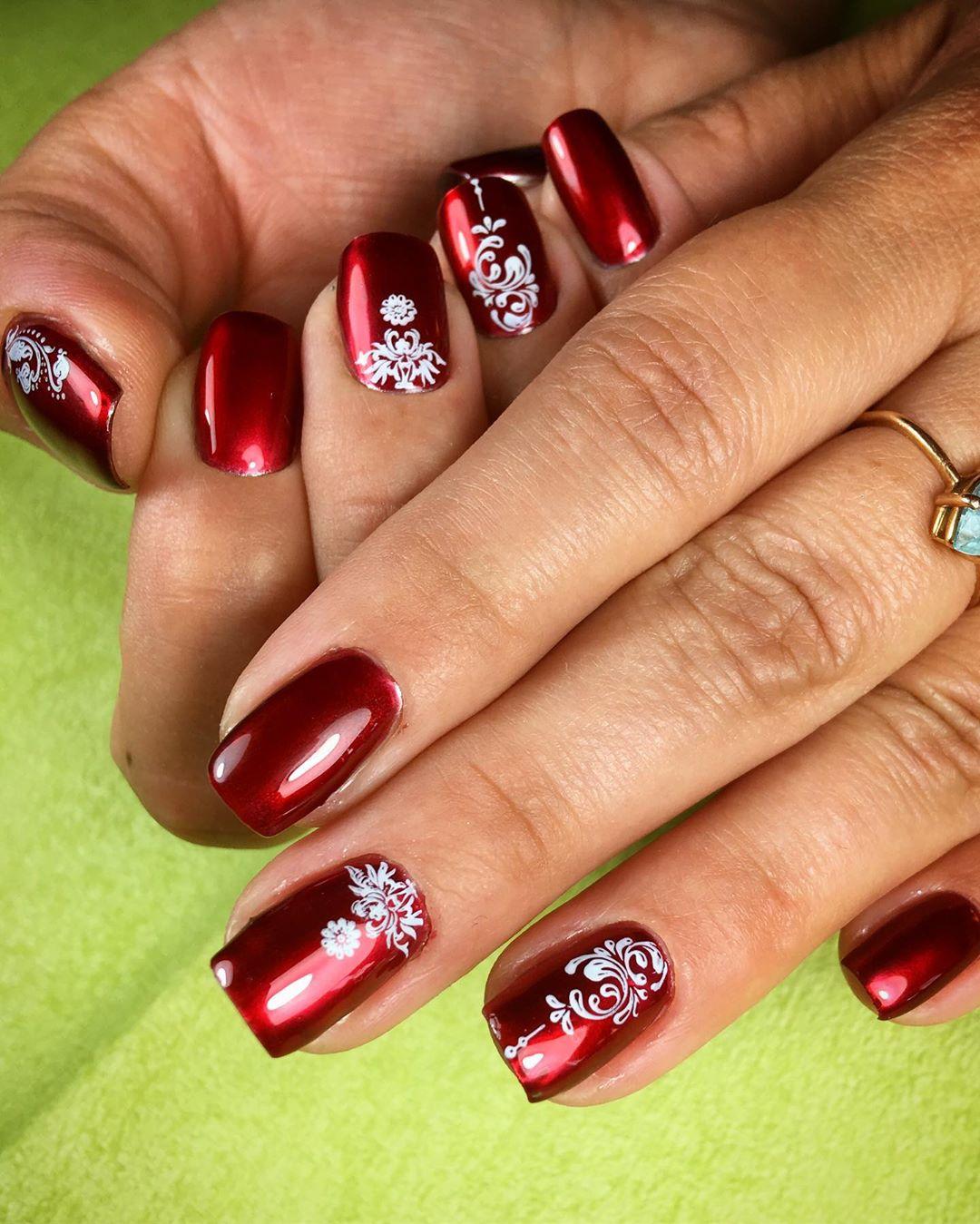 Бордовый-маникюр-2020:-утонченные-ногти-бордового-цвета