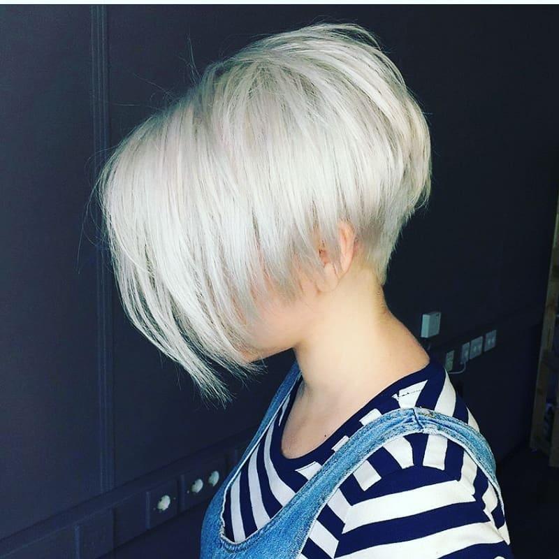 Стрижки-на-короткие-волосы-с-челкой-боб-каре