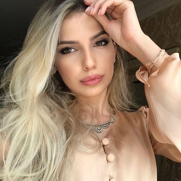 Стрижки-на-длинные-волосы-2019-женские-117-Блонд-красота-1