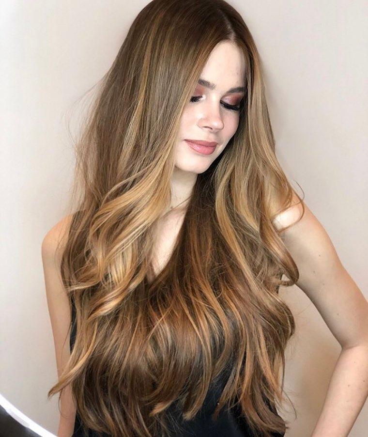 Стрижки-на-длинные-волосы-2019-женские-женственность