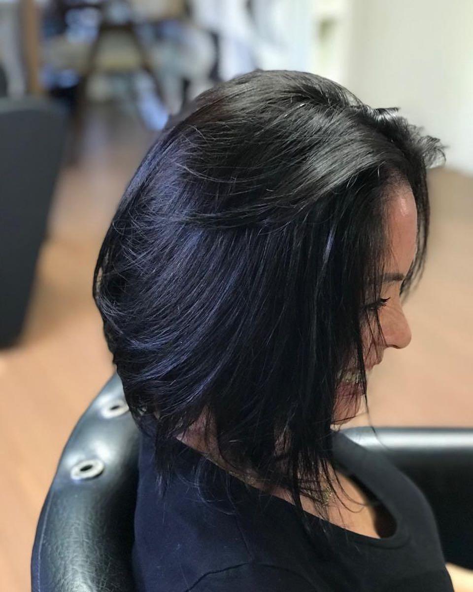 модные-стрижки-волос-2019-боб-каре-на-средние-волосы