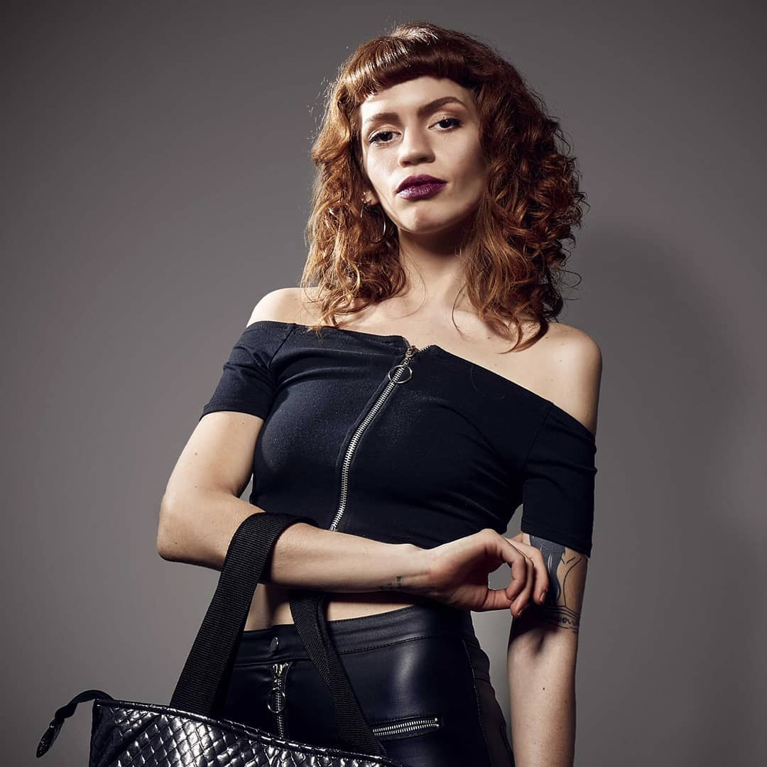 модные-стрижки-волос-2019-челка