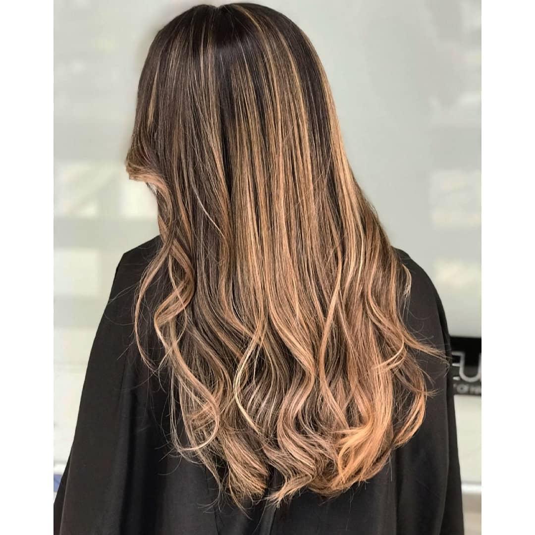 модные-стрижки-2019-на-длинные-волосы-омбре