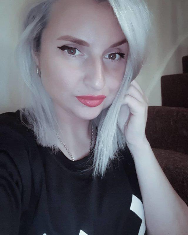 стрижки-каре-2019-серые-волосы