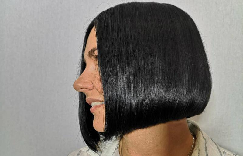 стрижки-каре-2019-черные-волосы