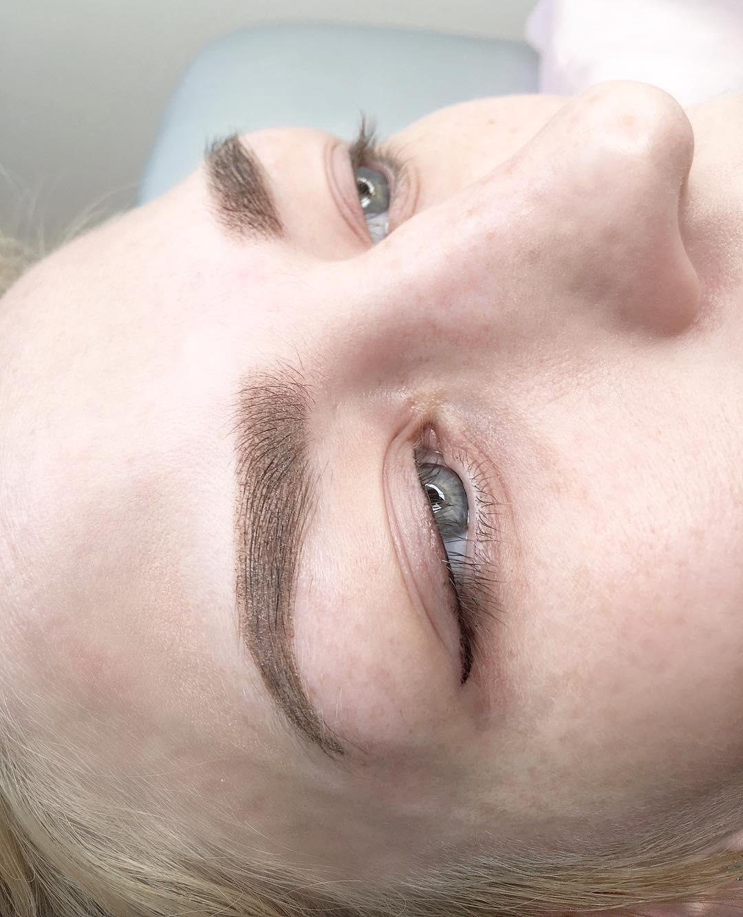 Татуаж-бровей-2019-как-добиться-максимально-модного-эффект