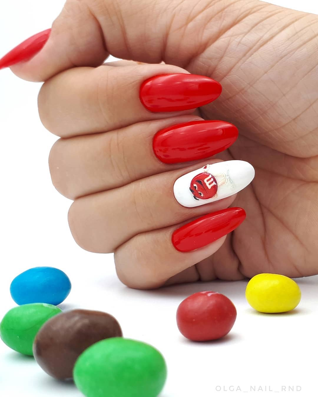 Красные-ногти-2020:-интересные-тренды-и-идеи